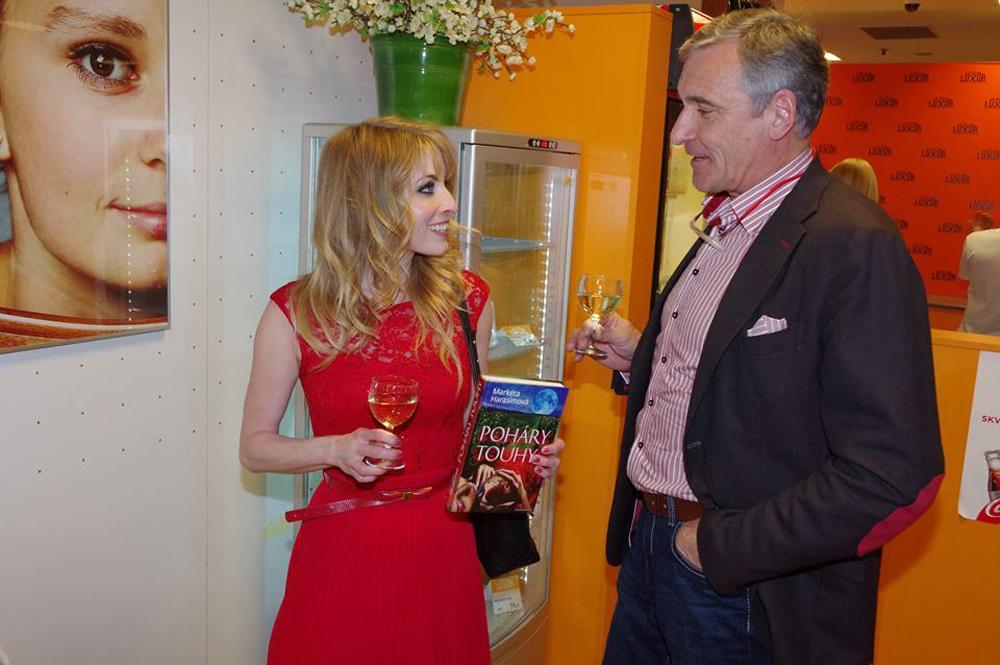 S vínem nad knihou – autorské čtení Markéty Harasimové